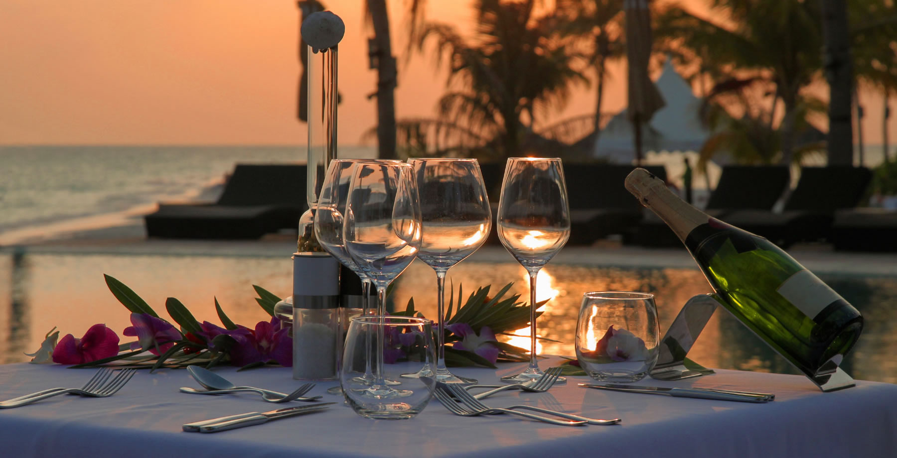 Romantic-dinner-table-2700-opt