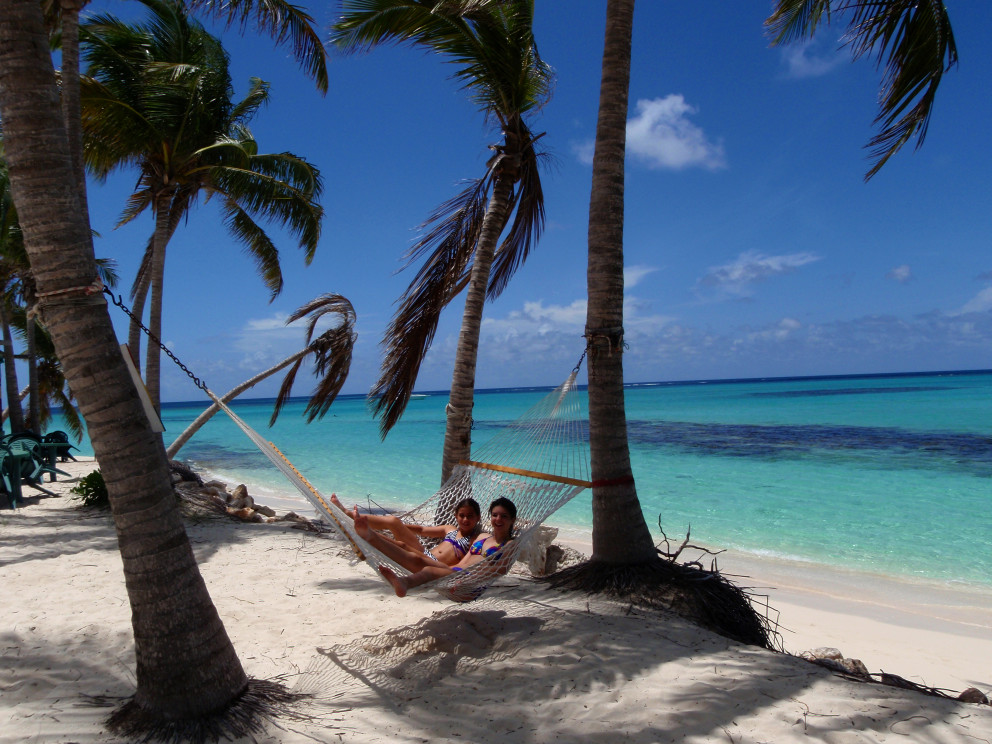 lounging-in-paradise-by-gwens-reggae-bar-shoal-bay-east-beach-anguilla-bwi_t20_4AOOeR